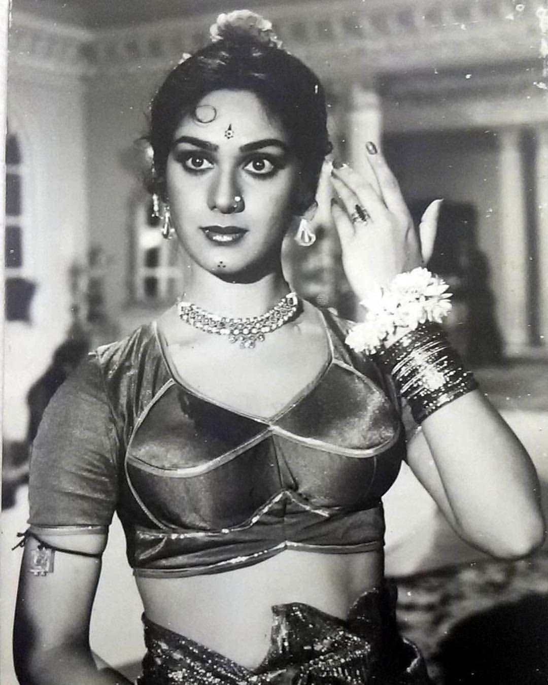 #meenakshiseshadri #BollywoodFlashback #80s #muvyz082518