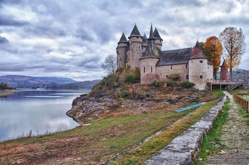 Chateau De Val Lac De Bort Les Orgues Correze Limousin Paysage Auvergne Chateau France Maison Du Lac