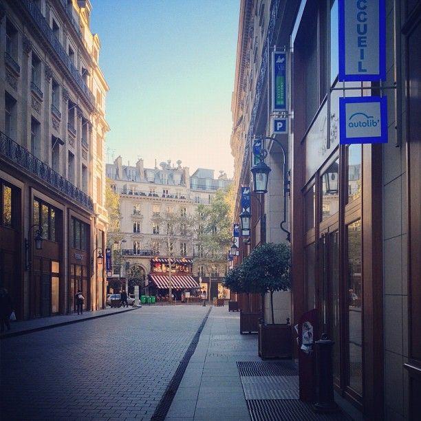Boutique Autolib' - Centre Edouard VII.