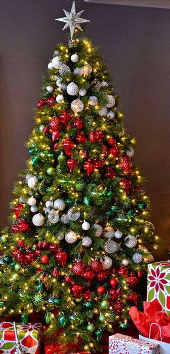 Not A Fan Of Ribbons And Garland Re Create The Effect With Ornaments How Aweso Amazing Christmas Trees Christmas Tree Decorations Beautiful Christmas Trees