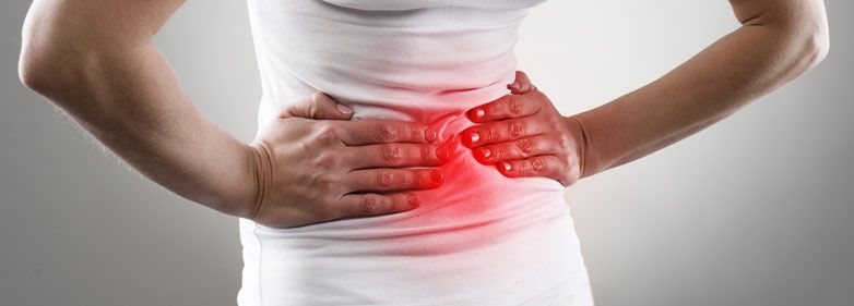 Bauchschmerzen und Bauchkrämpfe sind unangenehm, aber meist harmlos. Die Ursachen sind vielfältig. Doch was hilft gegen Bauchschmerzen? Hier nachlesen!