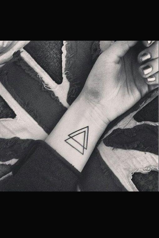 Doppel dreieck tattoo bedeutung