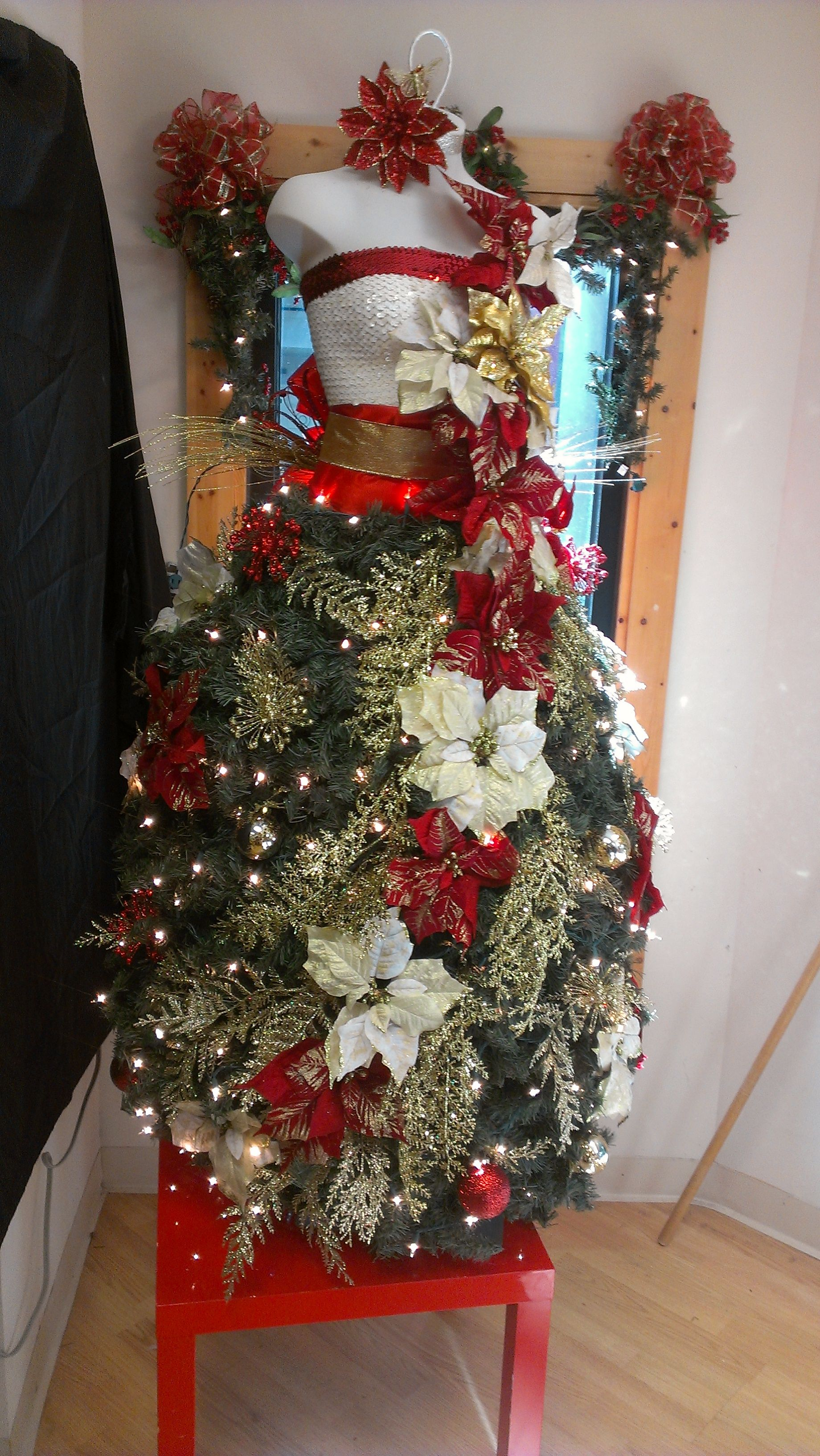 Designed by mary anne e of savannah ga dress form How to dress the perfect christmas tree