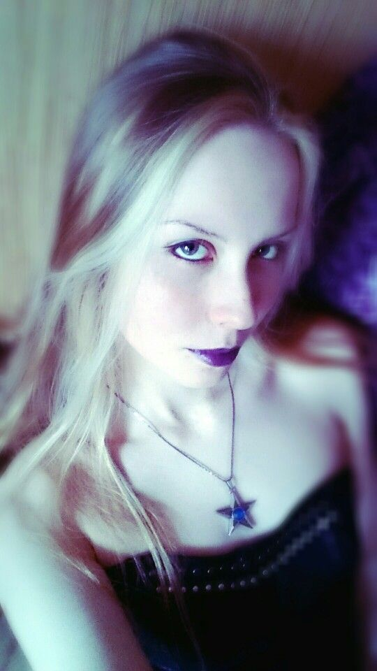 gothic girl slyle. Romantic goth. Beauty photo. Purple ...