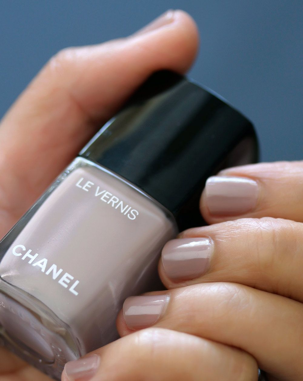 Chanel New Dawn Le Vernis Longwear Nagelfarbe | Frisur