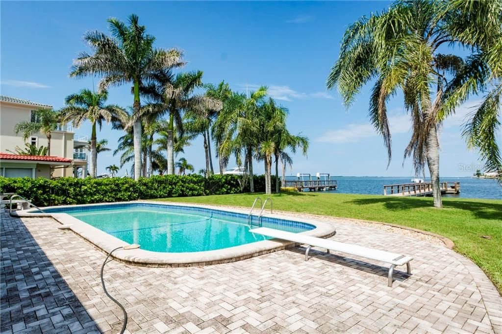 Pinellas County, Florida | Pool Homes Real Estate | Pool Homes for sale in Pinellas County, Florida. So much to do in Pinellas County, great restaurants,night life and beautiful beaches 🔥 This link is a direct feed from the MLS and is up dated every 5 minutes. Let me know how I can help 👌