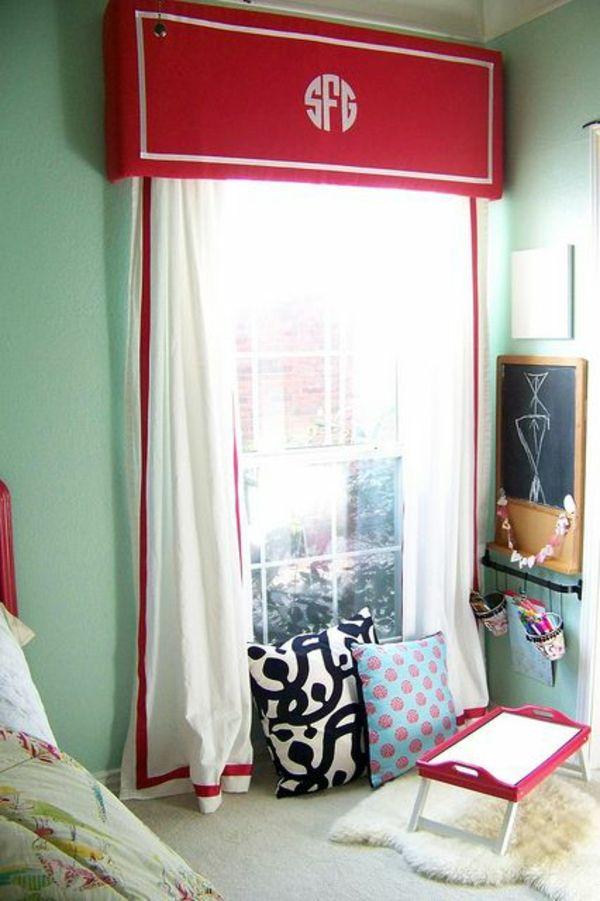 30 gardinendekoration beispiele die fenster kreativ verkleiden fenstergard wanddekoration. Black Bedroom Furniture Sets. Home Design Ideas