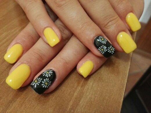 unghie gel gialle