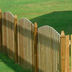 Picket Fences Compare Prices And Costs For Supply Installation Outdoor Wood Picket Fence Fence