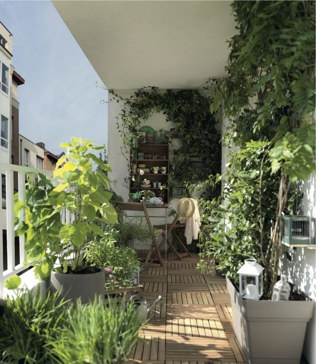 Un balcon verdoyant pinterest balcons for Amenagement terrasse balcon appartement