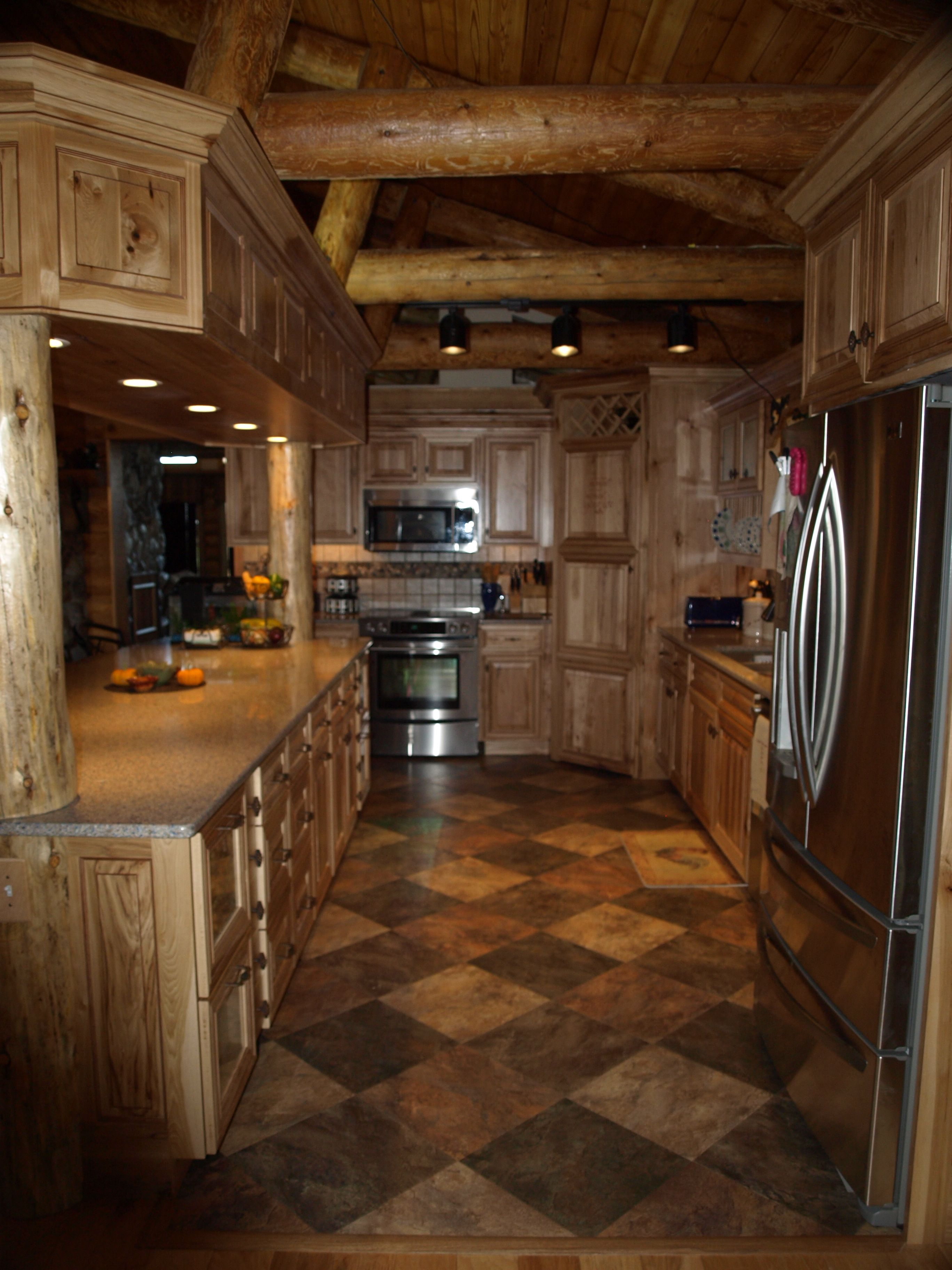 Pin By Bob Bucci On Log Homes Western Kitchen Rustic Kitchen Cabinets Rustic Kitchen