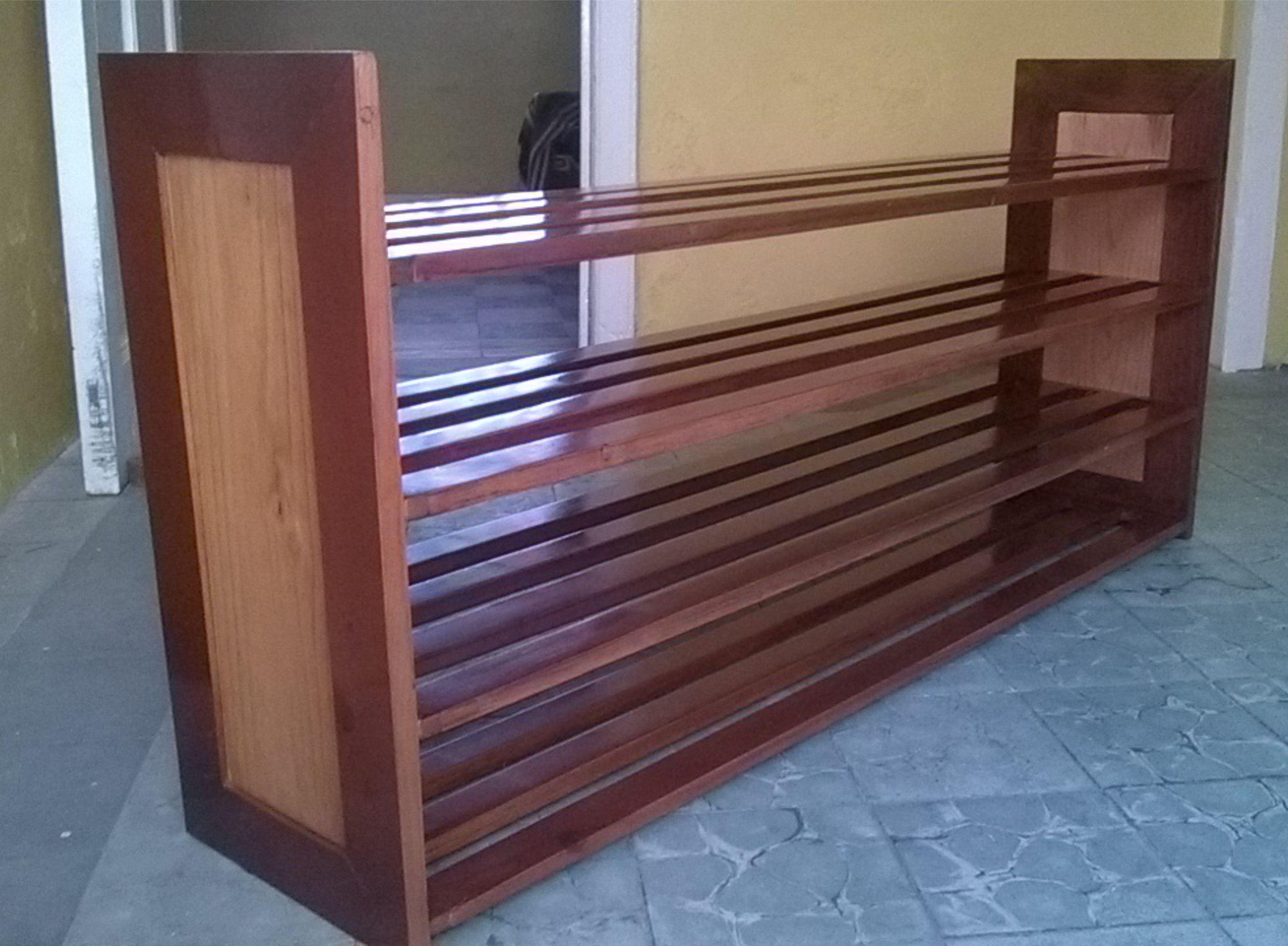 zapatera de madera de pino con barniz de polyuretano