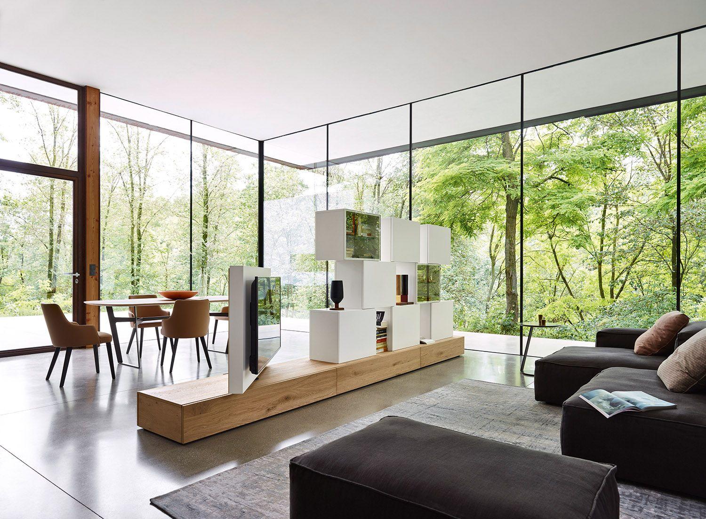 Diese Moderne Wohnwand Von Livitalia Aus Ist Ein Optimaler Raumteiler.  Durch Das Drehbare TV Paneel