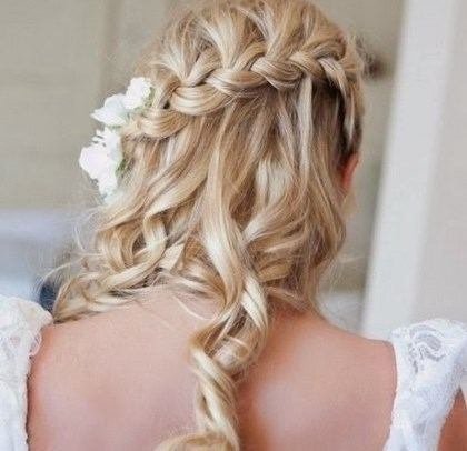 coiffure pour un mariage invit cheveux mi long mariage pinterest cheveux mi longs. Black Bedroom Furniture Sets. Home Design Ideas
