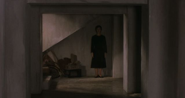 Kairo (2001): Woman ghost in the red room | Horror, Film images ...