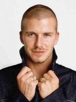 The Many Hairstyles Of David Beckham Herren Frisuren Locken Kurz Frisuren Fur Schwarze Manner Manner Frisuren