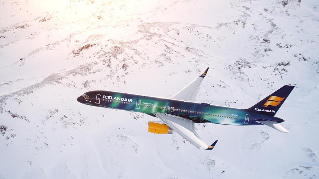 Hekla aurora icelandair vliegtuig reykjavik vakantie