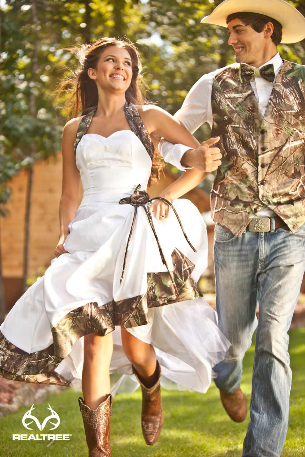 Realtree wedding dresses  Realtree Camo Wedding  Romance in the Country  ucuc