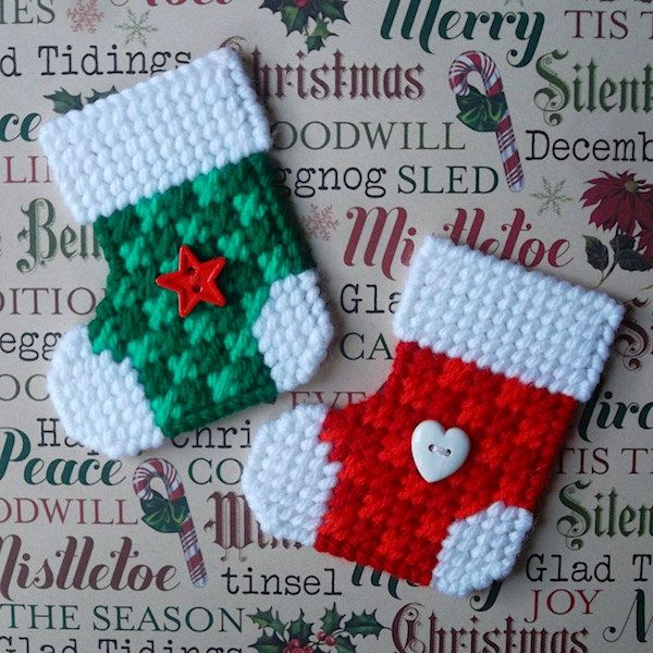 plastic canvas checked christmas stocking magnets set of 2 by readysetsewbyevie on etsy