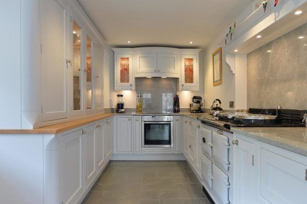16 Irreplaceable White Kitchen Designs That Abound With Serenity & Elegance #whitegalleykitchens white galley kitchen #whitegalleykitchens