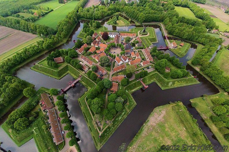 Fort/vesting Bourtange in de provincie Groningen is gebouwd in 1593 onder Willem van Oranje om de enige verbinding van Groningen-stad met Duitsland te controleren. Die weg was in handen van de Spanjaarden tijdens de 80-jarige oorlog. (1991)