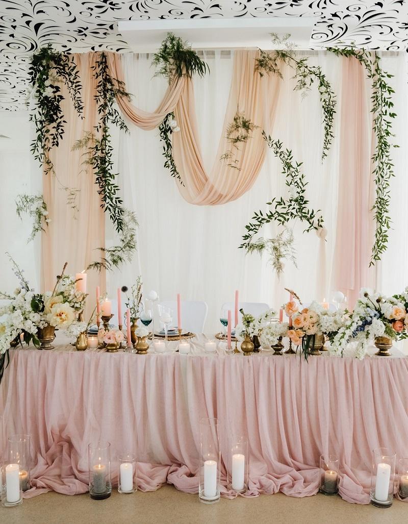 35 Besondere Brauttisch Deko Ideen Hochzeitskiste Brauttisch Girlande Hochzeit Hochzeitstisch