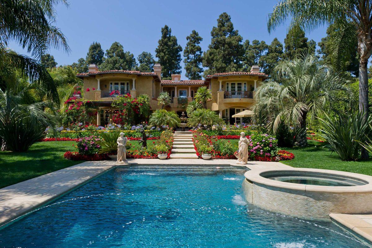Celebrity homes dr phil puts his 16 5 million beverly for Celebrity home tours beverly hills