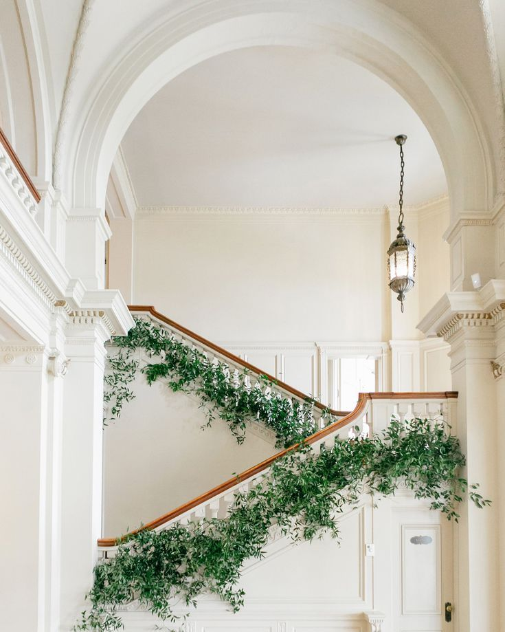 Photo of The Best Ways to Decorate the Stairs and Banisters at Your Wedding