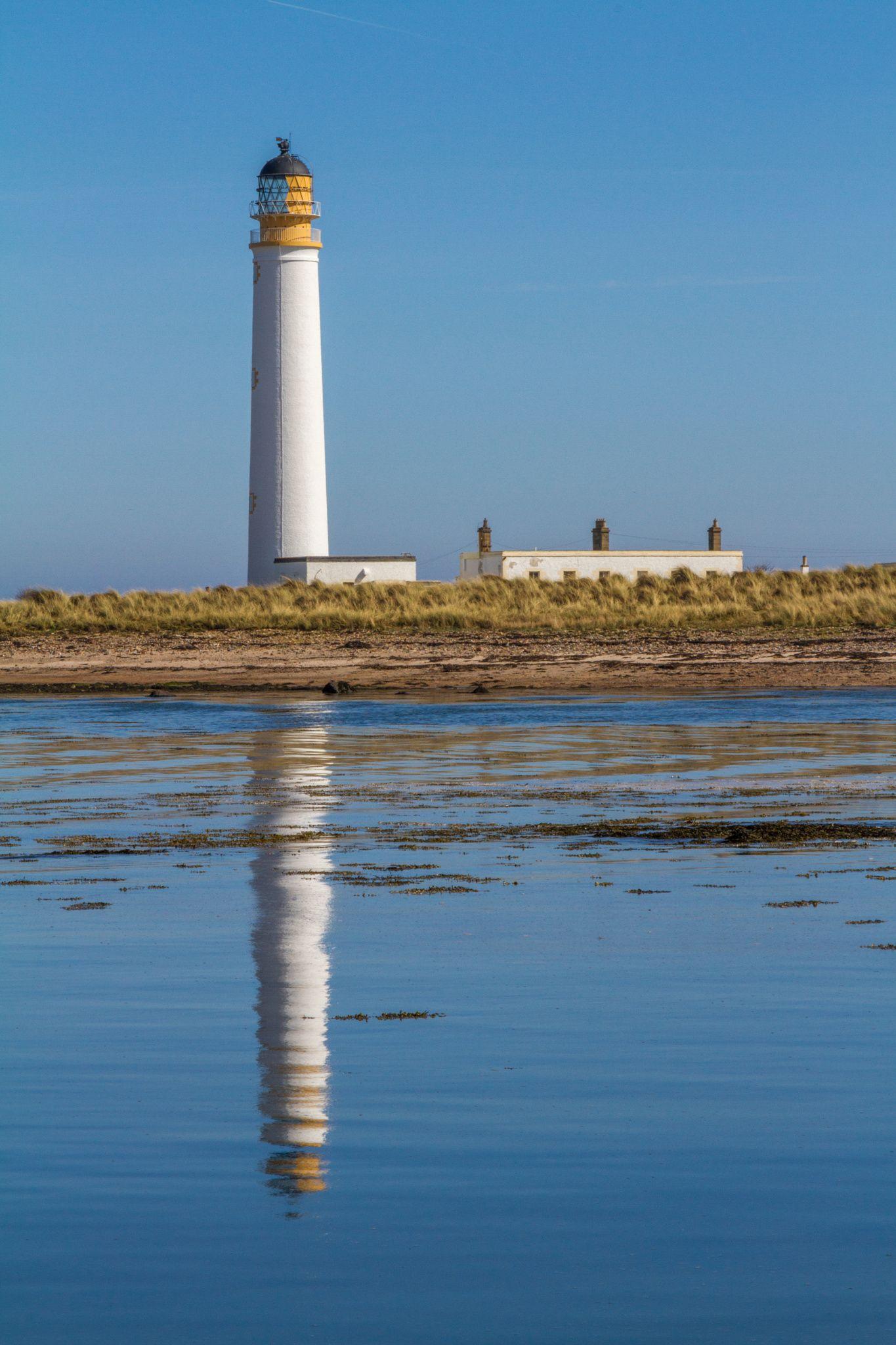 Barns Ness Lighthouse Lighthouse Barn Beacon Of Light