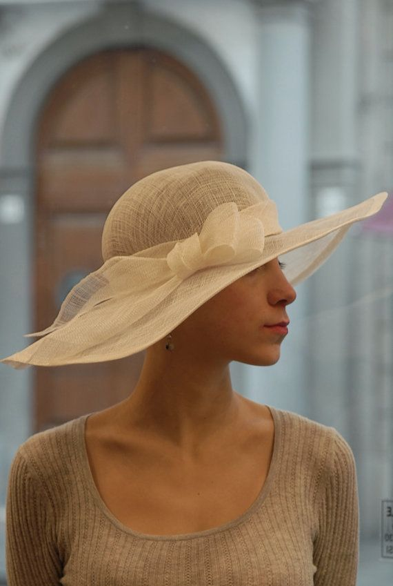 """Cloche """"Brigitte White"""" - Morbida cloche in Sisal Bianca con guarnizione romantica a forma di fiocco"""