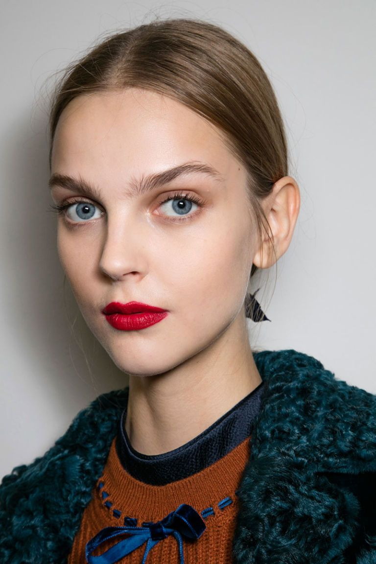 The Best Makeup Trends for Fall   Dark lipstick Make up trends