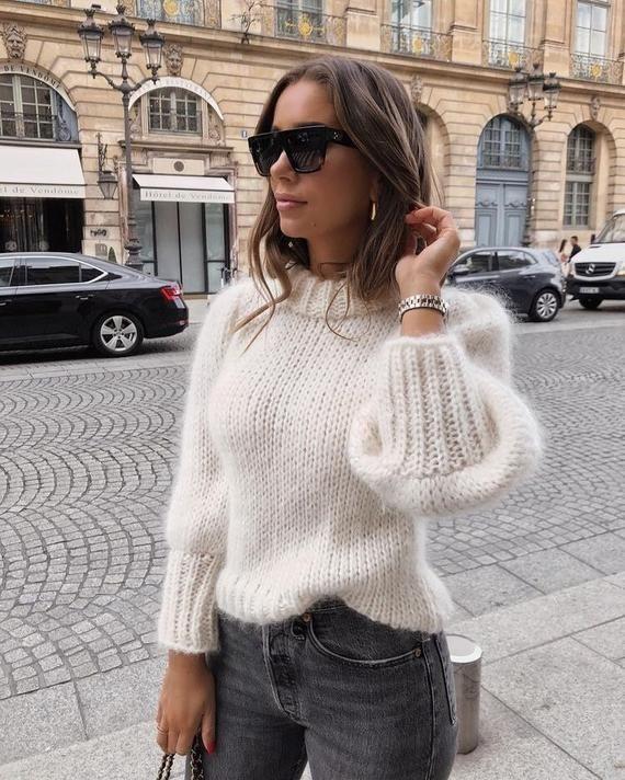 Photo of Waisted hvit mohair genser genser med brede ermer laget av barn mohair garn håndstrikket …
