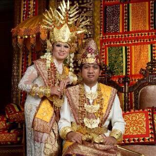 Baju Adat Lampung