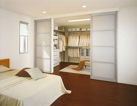 Vestidor con butaca y puertas correderas pinteres for Puertas para piezas