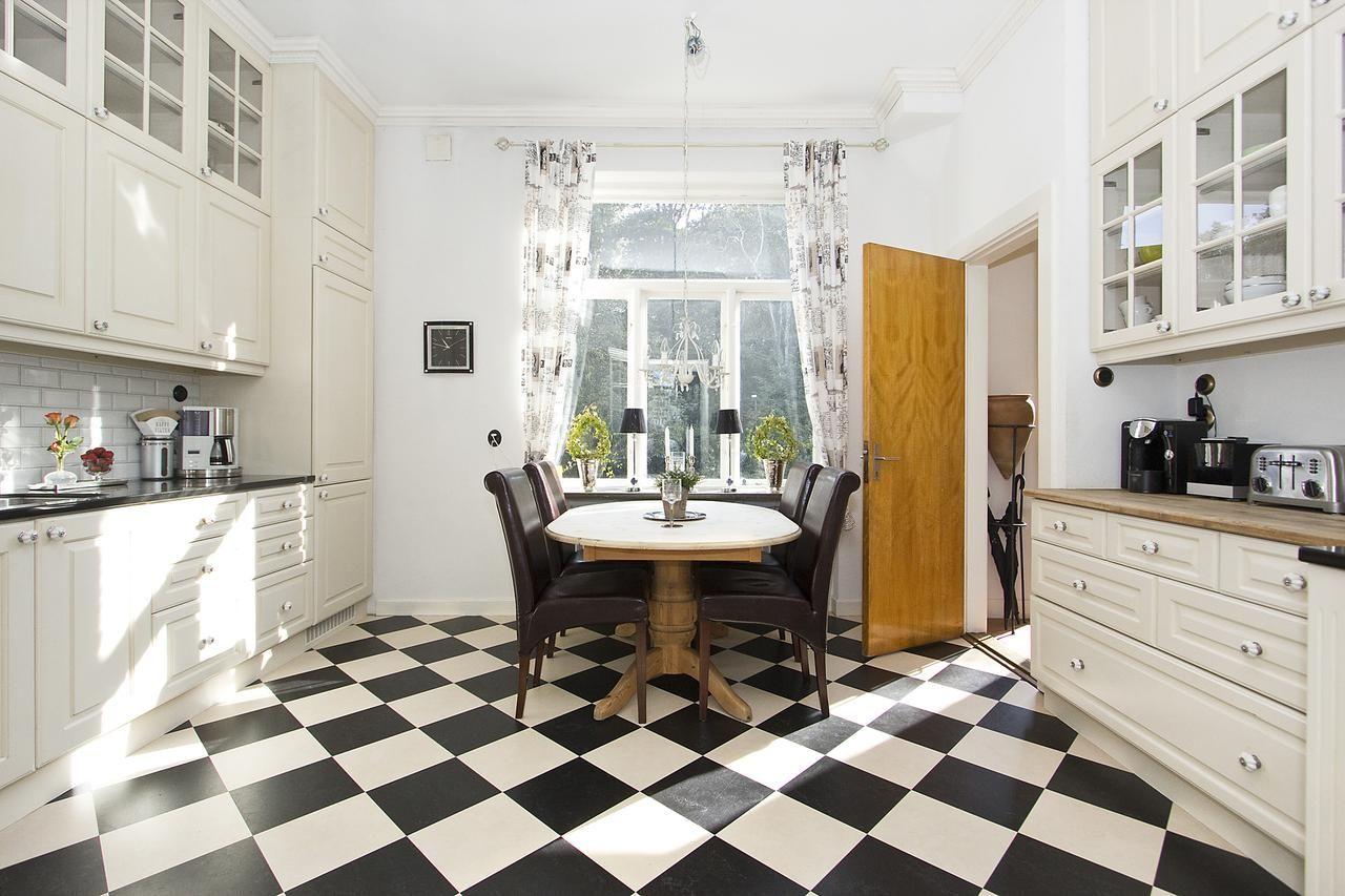 Czarno Biala Podloga W Kuchni Styl Skandynawski Kitchen Design Flat Ideas House