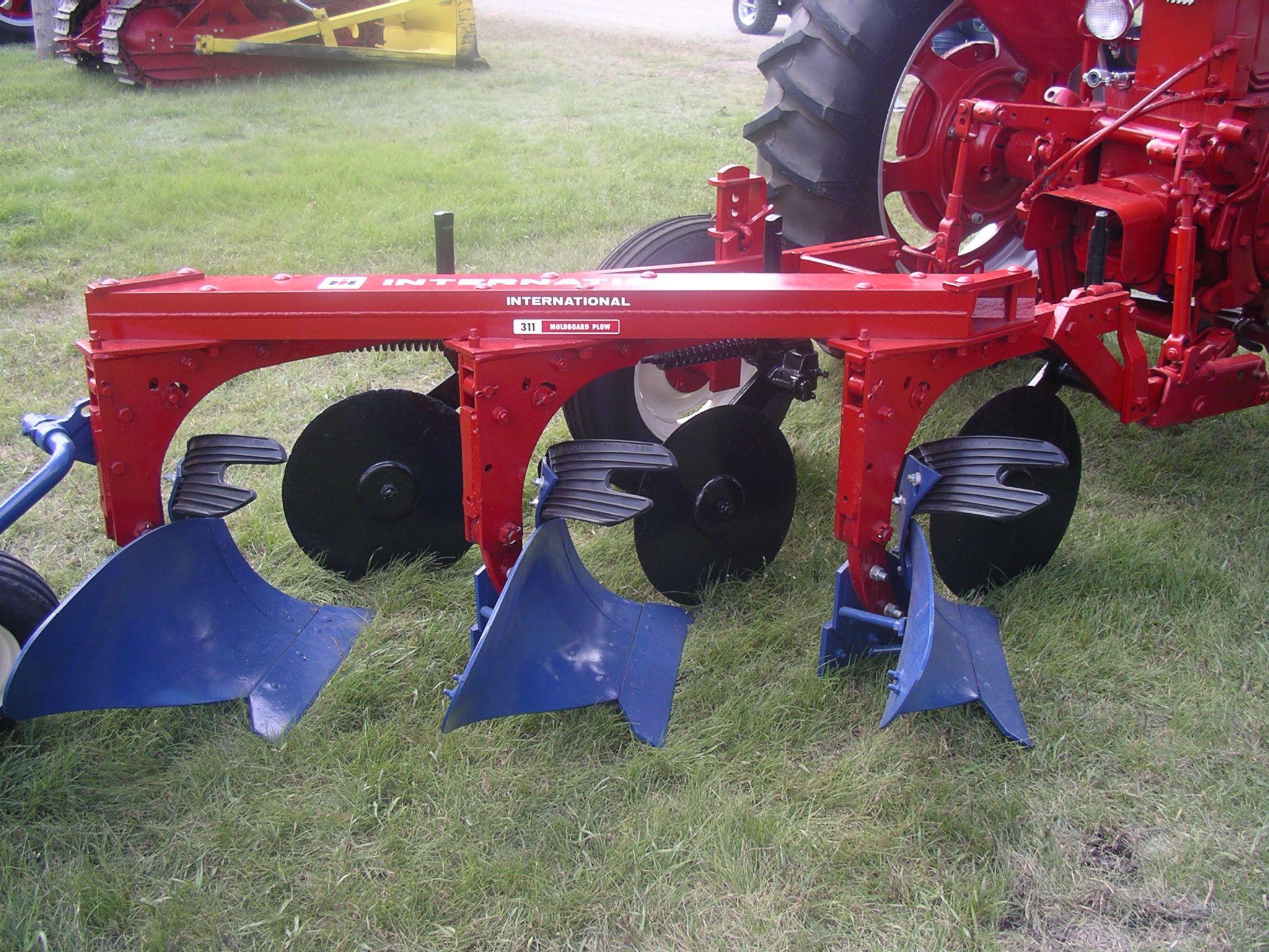Ih 311 Moldboard Plow W Super M Ta Diesel Farmall Tractors