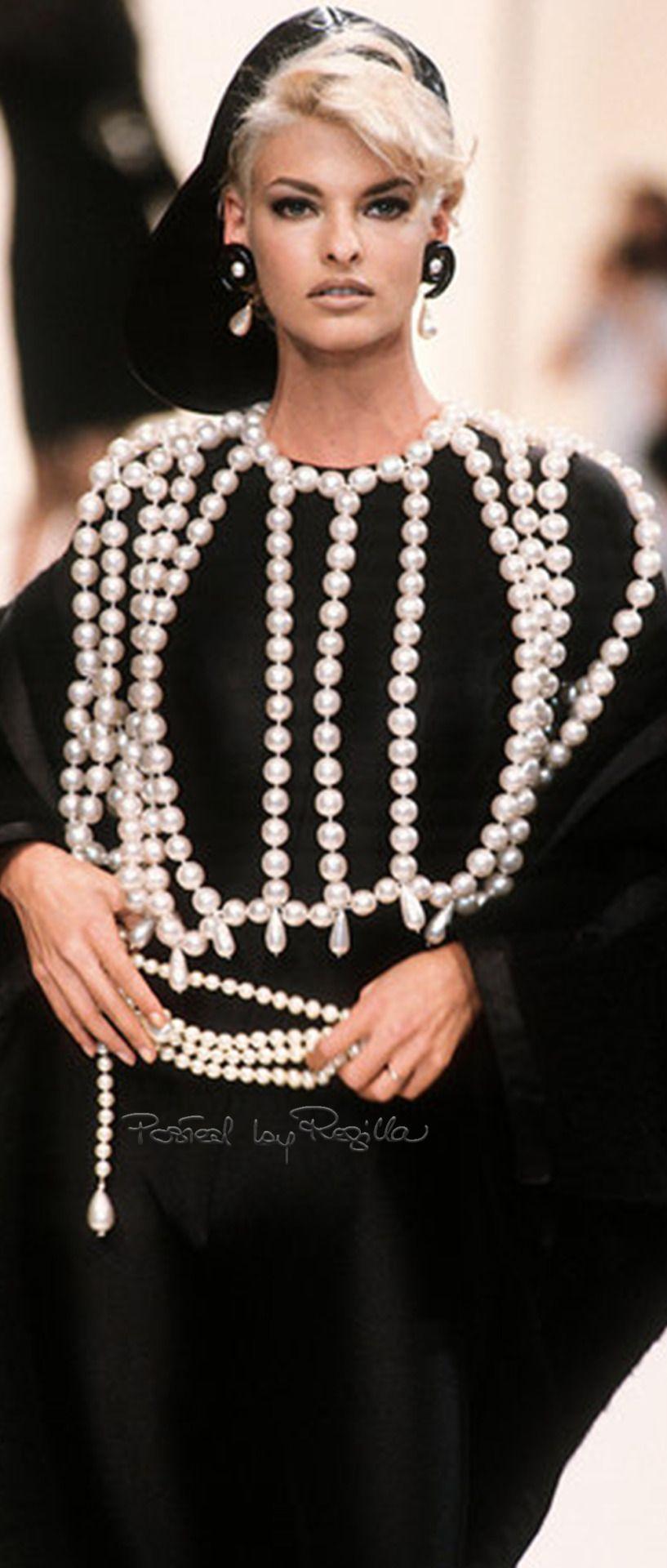 Regilla ⚜ Chanel, FW 1991/92