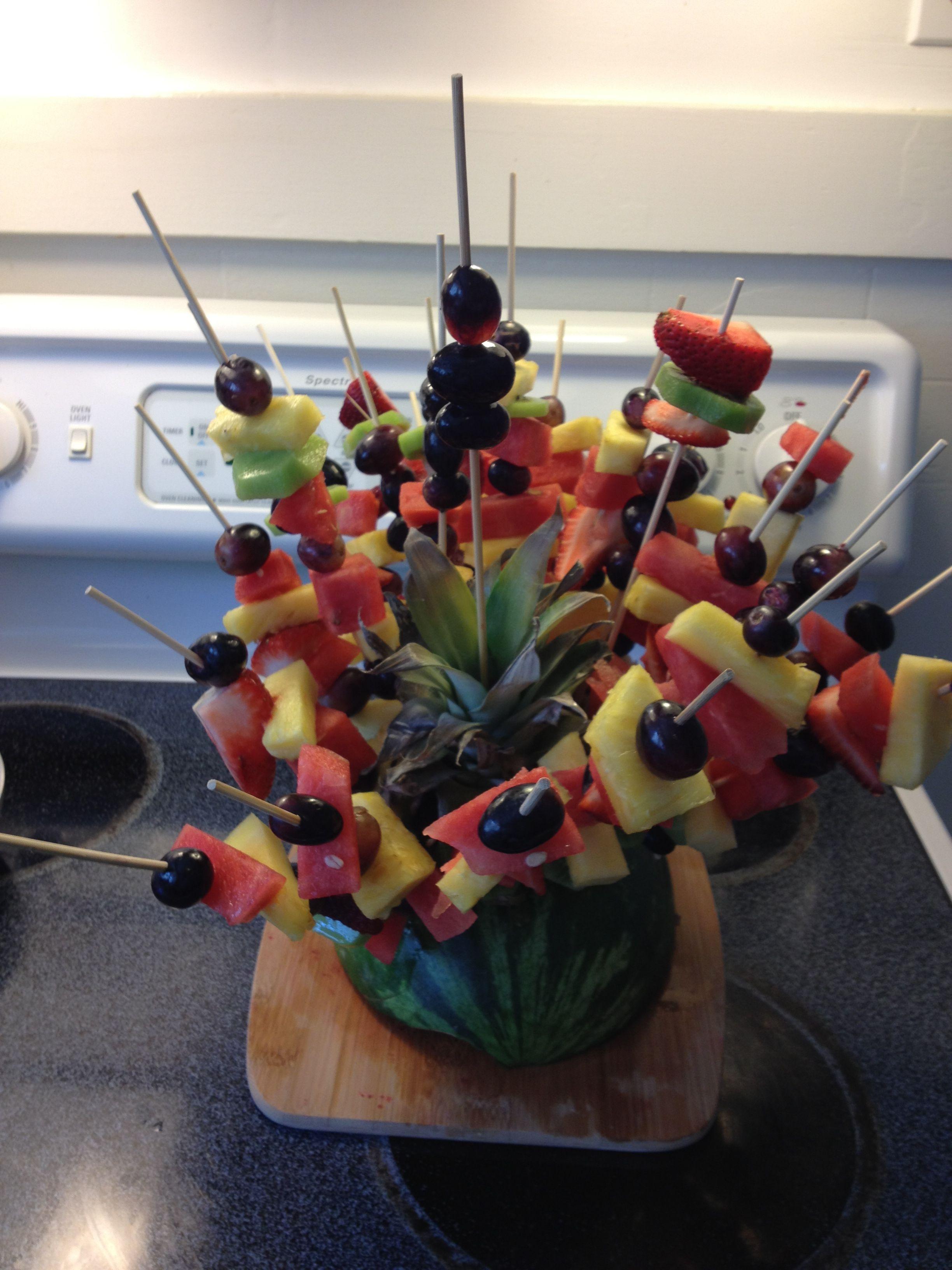 Picnic dish! Fresh fruits on skewers Picnic foods, Food