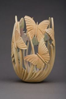Amazing wood sculpture < Perfect for dried flowers.