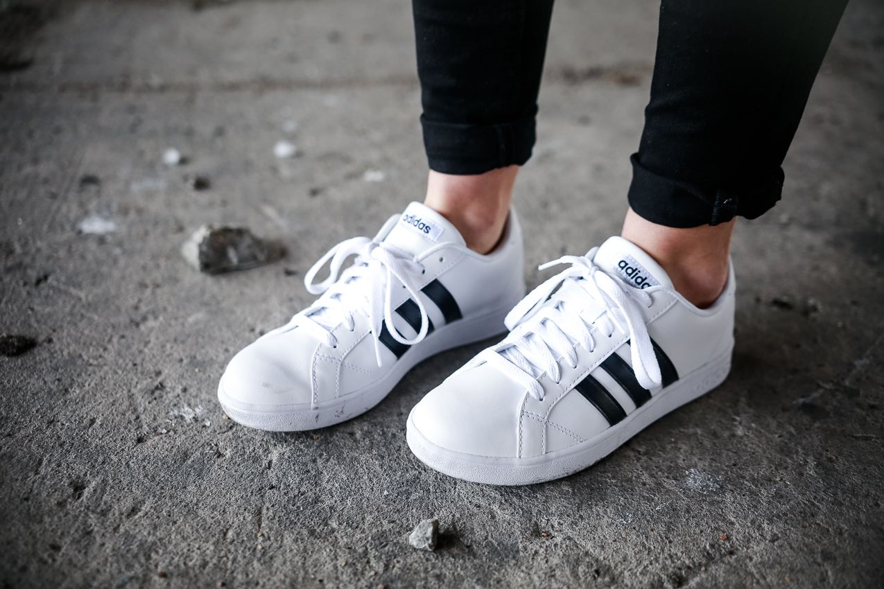 Le Happy wearing Adidas NEO Baseline  01a669c7b