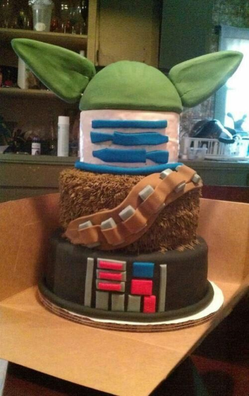 @Brandie Schweizer Hampshire , this is the cake I want for my birthday! Awesome Star Wars cake