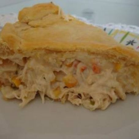Torta de frango com creme de leite e mussarela