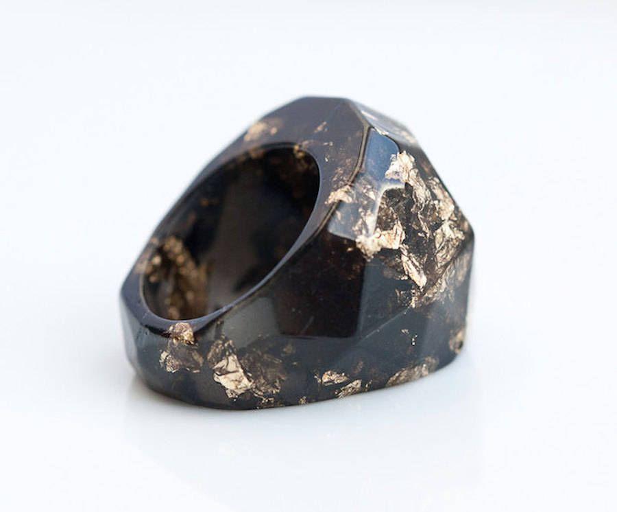 Handmade & Elegant Rings Made of Metallic Flakes and Colored Resin
