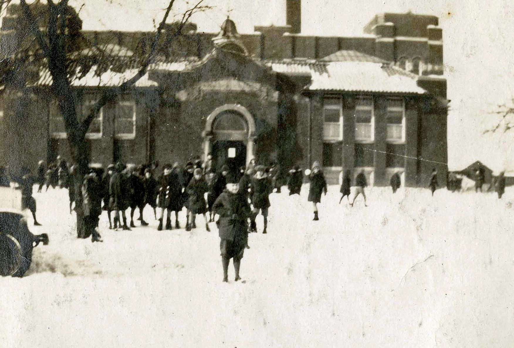 Lincoln School in 2020 Elmhurst, Outdoor, Lamp post