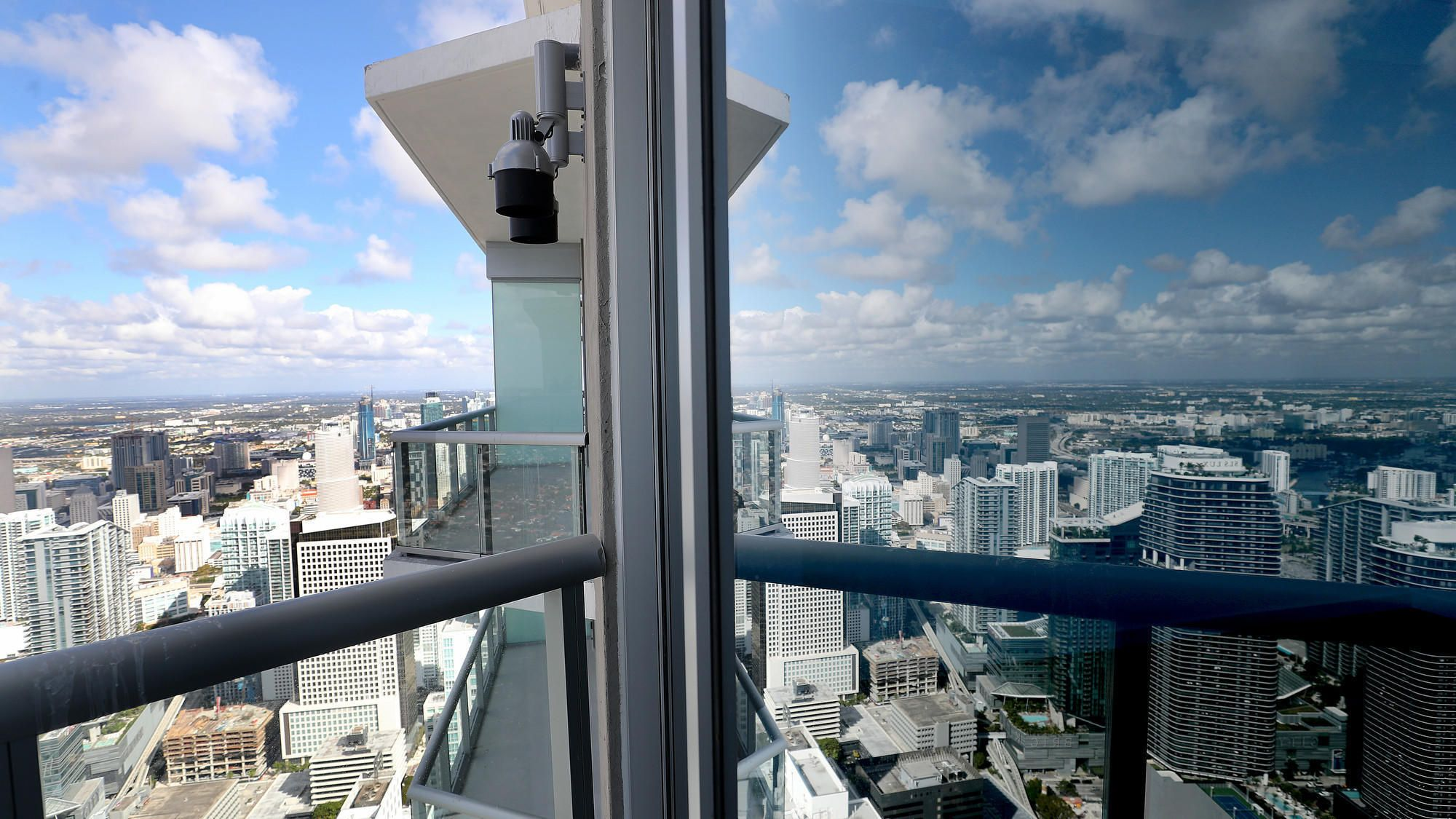 Watch Florida S Tallest Skyscraper Boasts Best Views South Of New York City News Miami Follow Miami Building Florida Skyscraper