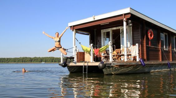 hausboot seenplatte mecklenburg vorpommern baumh user h user am wasser hausboot mieten. Black Bedroom Furniture Sets. Home Design Ideas