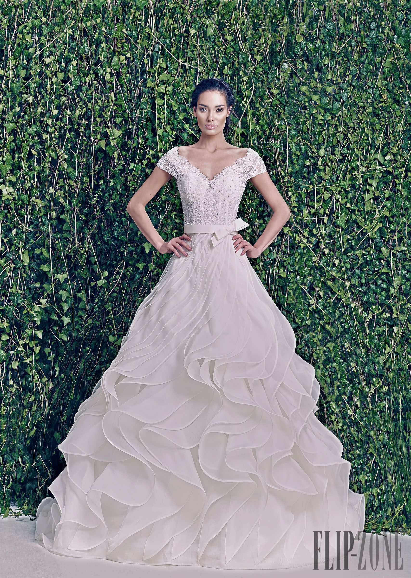 Wedding dress patterns with sleeves  Zuhair Murad AutunnoInverno   Sposa  itflipzone