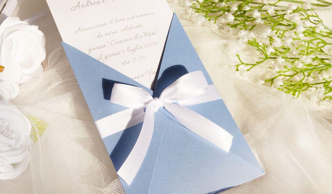Partecipazioni Matrimonio Azzurro Polvere : Partecipazione nozze pochette in azzurro serenity collezione