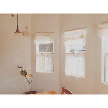 お部屋のワンポイントに 手作り カフェカーテン でお部屋の模様替えをしてみない キナリノ 模様替え 部屋 カフェカーテン カーテン インテリア
