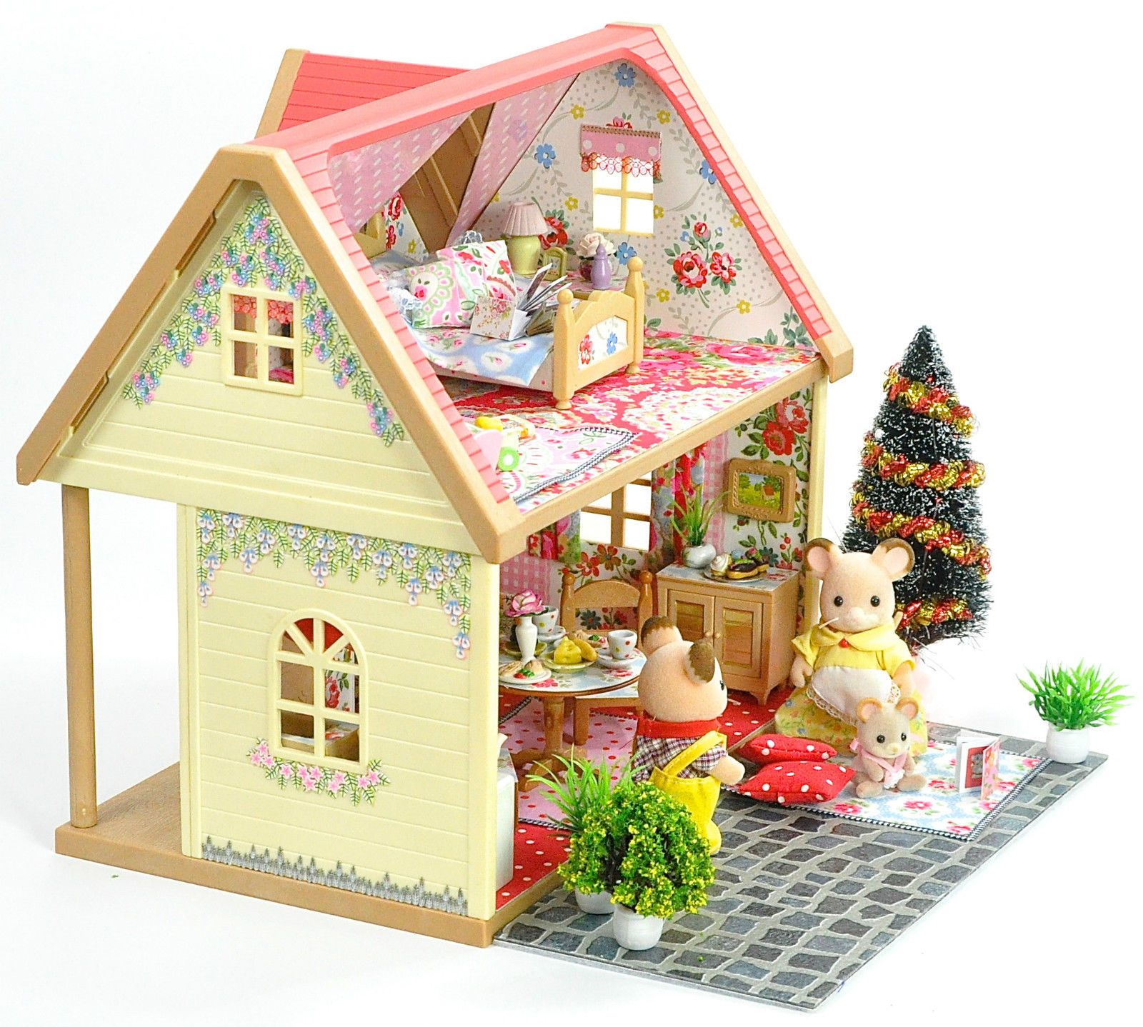 Sylvanian Families Deluxe Country House Christmas Set Up